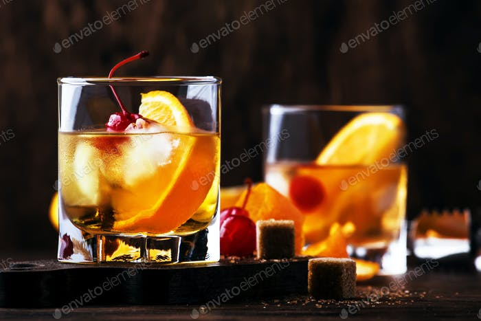 Old Fashioned - klassischer alkoholischer Cocktail