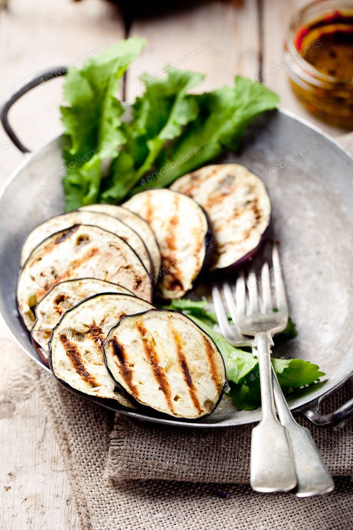 Grilled Eggplants with Lettuce