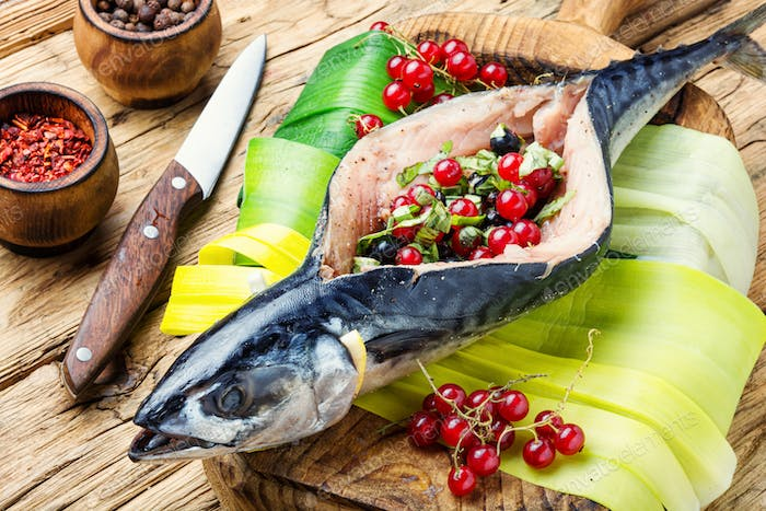 Raw mackerel with currants