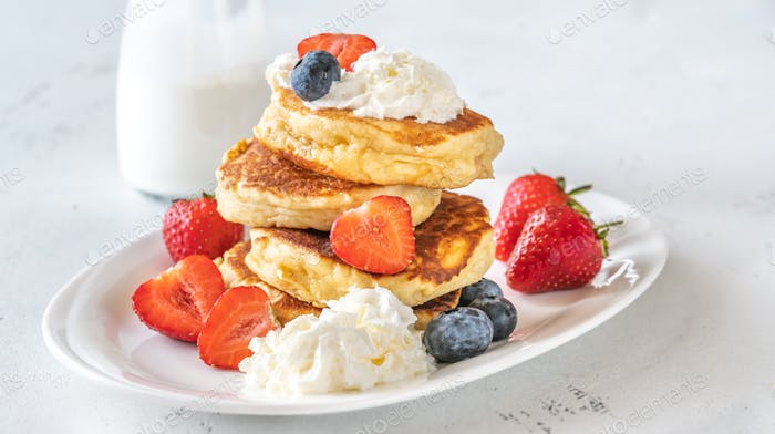 Ricotta pancakes with fresh berries