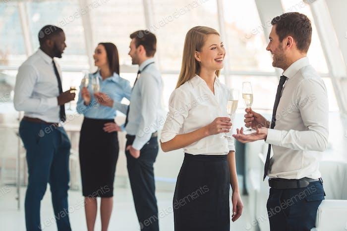 Gente de negocios celebrando