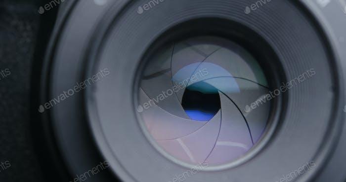 Taking photo by adjusting aperture