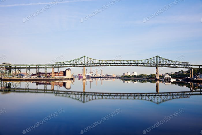 Tobin Memorial Puente o Mystic River Bridge en Boston