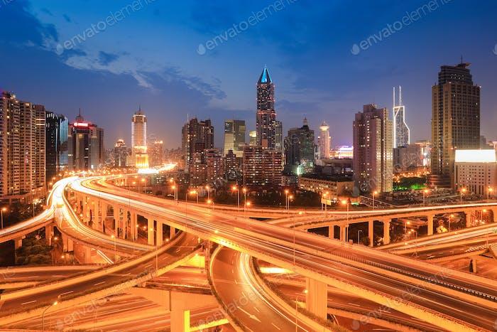 Shanghai Verkehr in der Nacht