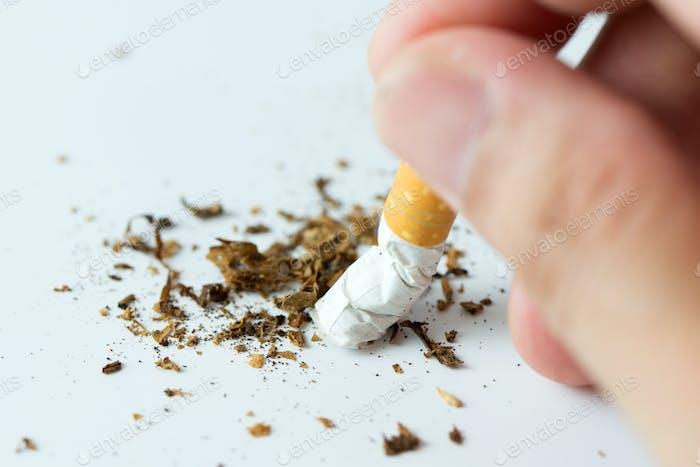 Бросить курить концепции, нарушая сигарету