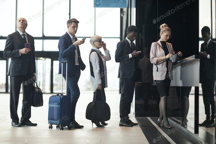 Geschäftsleute, die reisen