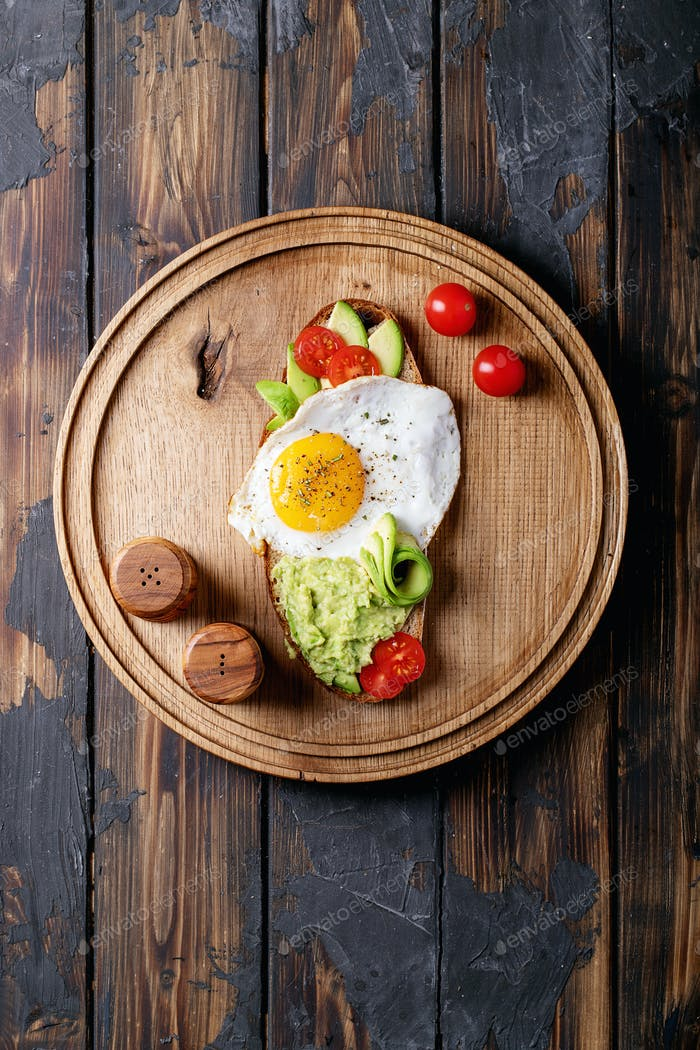 Avacado toast with cooked egg