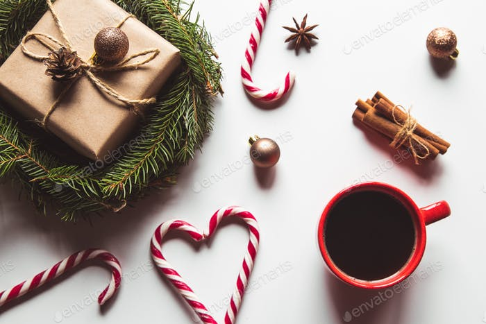 Geschenkbox Geschenk verpackt, Bastelpapier mit Hintergrund Nahaufnahme