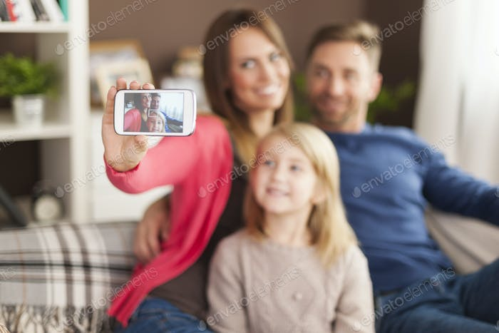 Let's take a selfie by mobile phone