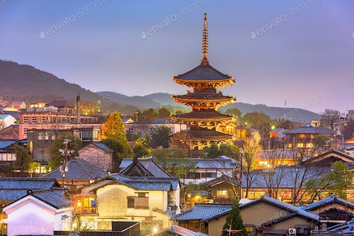 Skyline del casco antiguo de Kioto, Japón en el distrito de Higashiyama