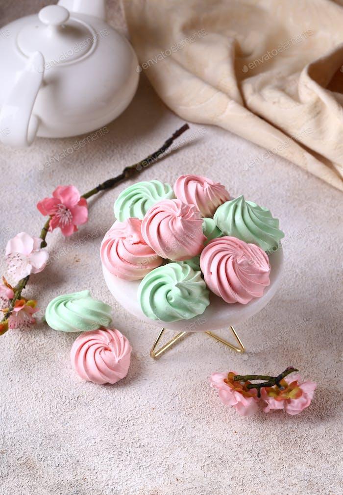 Красочные печенье безе