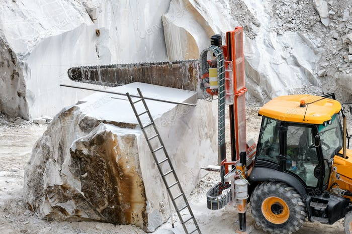 Heavy duty saw for cutting blocks of marble