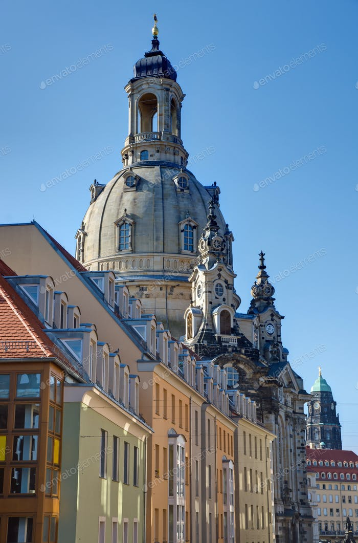 Old apartment buildings and the Frauenkirche