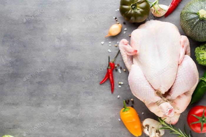 Carne fresca de pollo y verduras. Lazo plano.