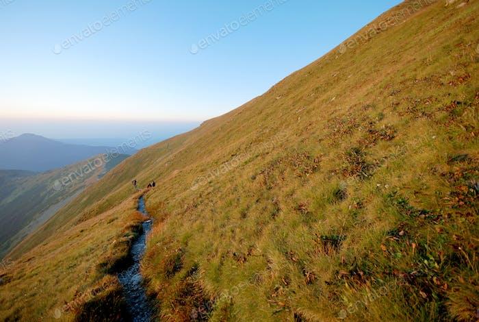 Horizontal de las montañas en Eslovaquia