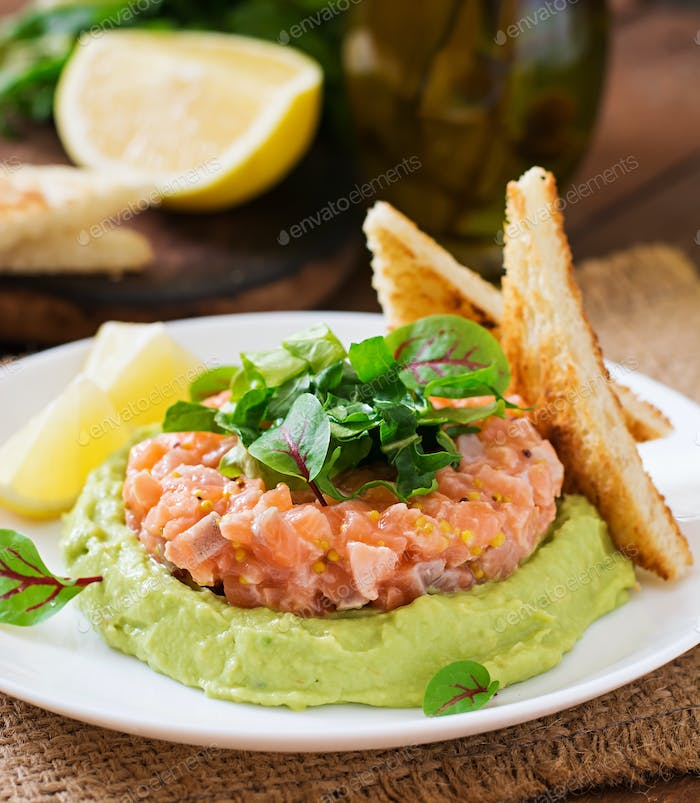 Salmon Tartare with avocado mousse