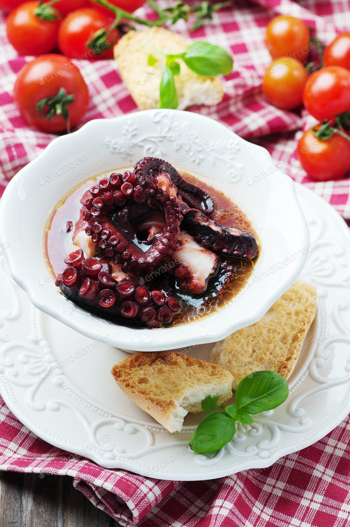 Cooked octopus with bread