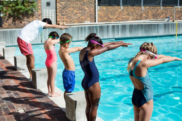 Instructor and little swimmers preparing to jump in pool