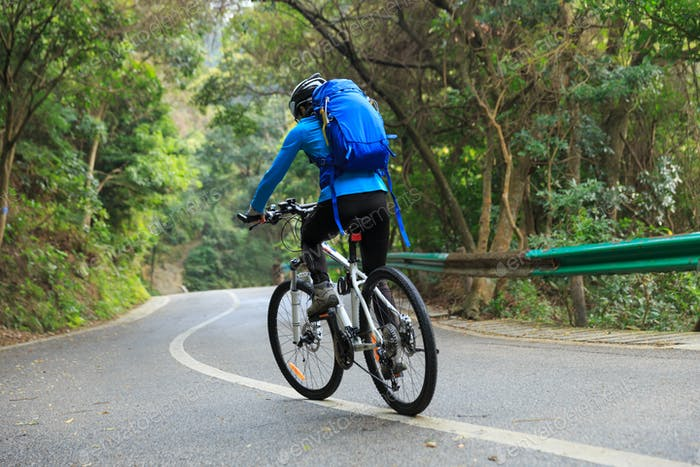 Riding mountain bike descent slope on road