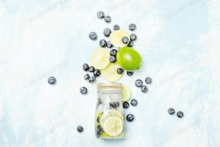 Lime-blueberry lemonade with ice