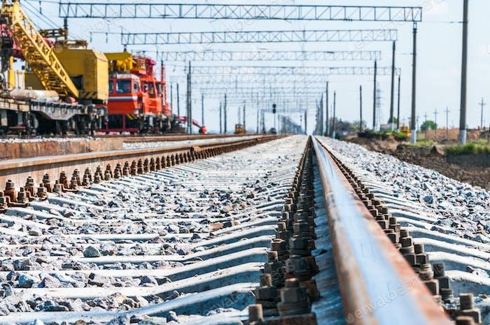 Thumbnail for Zug mit spezieller Gleisausrüstung bei Reparaturen