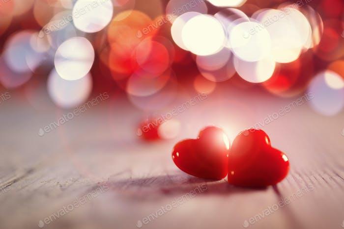 Zwei Valentinstag Herzen in der Liebe