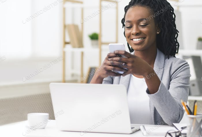 African American Business Girl Using Smartphone At Workplace