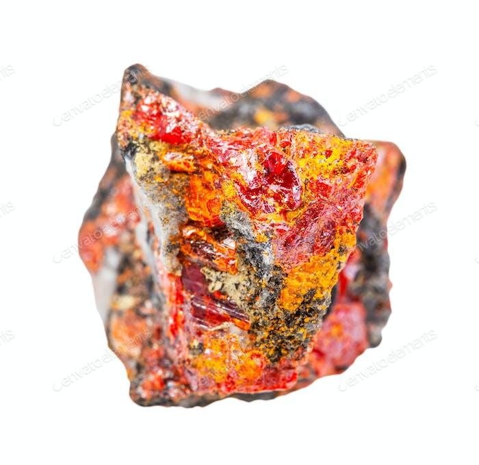 ungeschliffener Realgar Felsen isoliert auf weiß