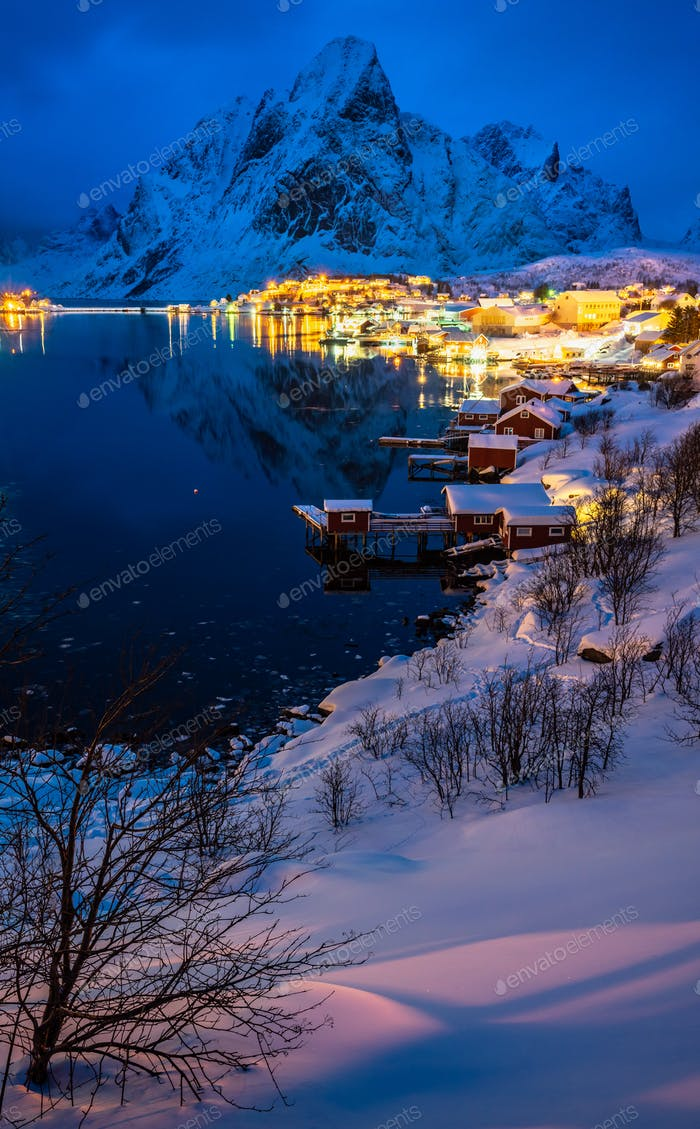 Reine Village auf den Lofoten in der Wintersaison, Norwegen