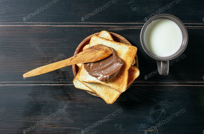 toasted bread with chocolate cream