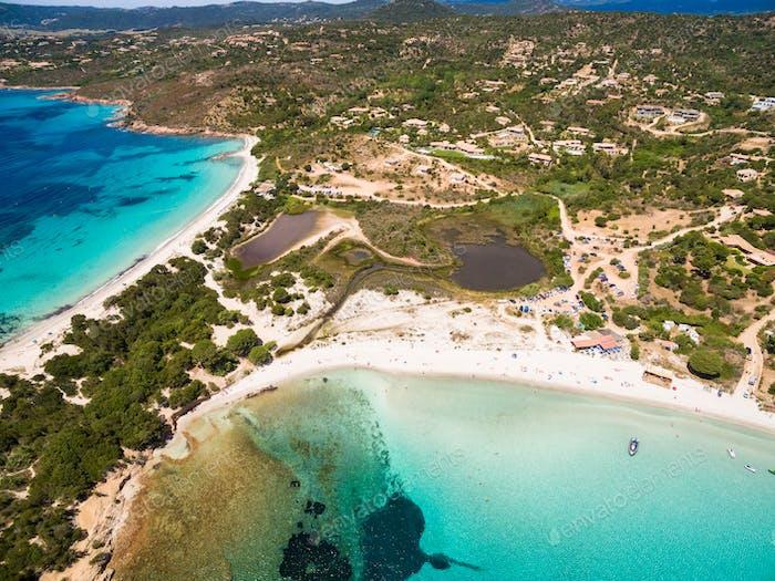 Vista Aéreo de la Playa de Palombaggia en la Isla de Córcega en Francia