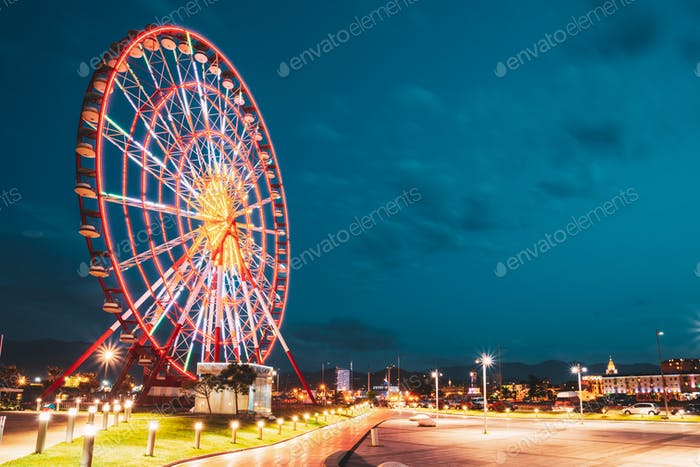 Batumi, Adjara, Georgien. Riesenrad An der Promenade In Miracle Park, Vergnügungspark City Park Auf Blau