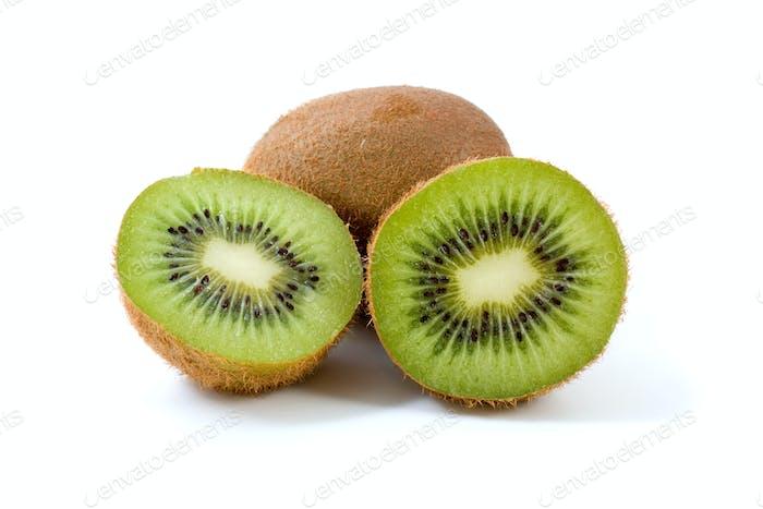 Whole kiwi and slices
