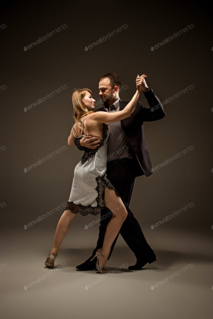 Thumbnail for Der Mann und die Frau tanzen argentinischen Tango