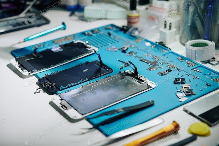 Details of disassembled smartphone