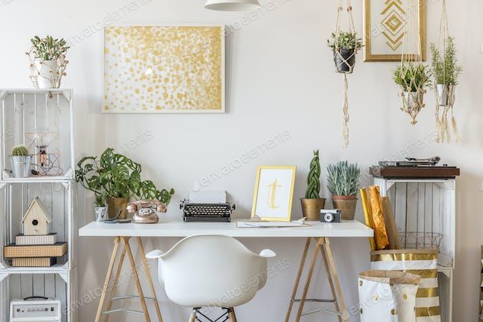 Zimmer mit Golddesign