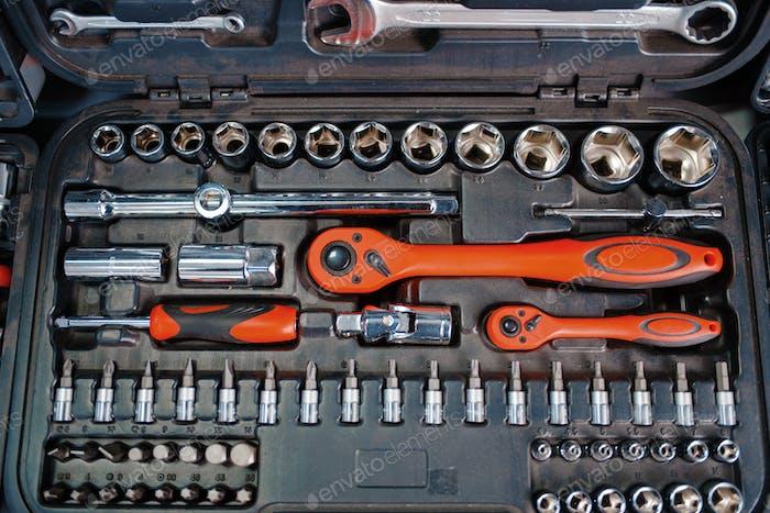 Набор инструментов с трещоткой в магазине инструментов крупным планом