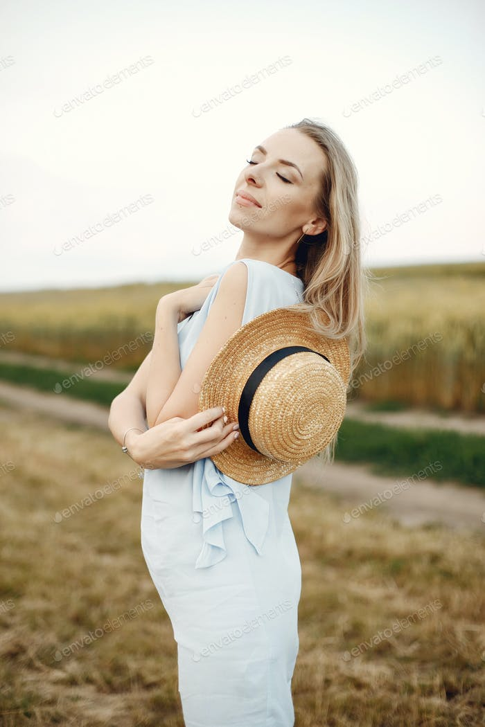 Elegant and stylish girl in a autumn field