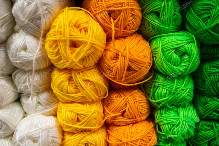 The texture of multi-colored fluffy woolen threads for knitting