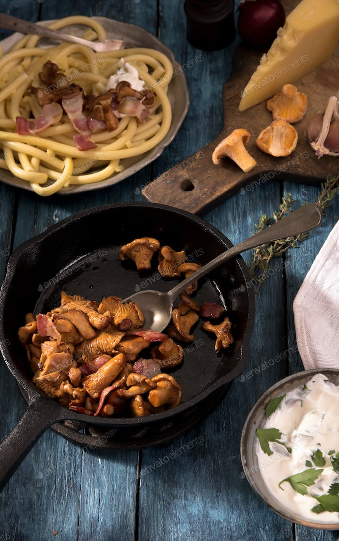 Roasted  chanterelles mushrooms