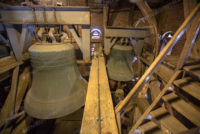 Campanas de Vientos en una torre de la Iglesia