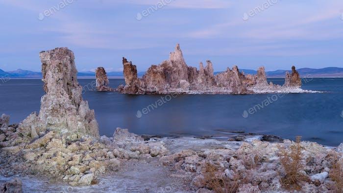 Rock Salt Tufa Formations Sonnenuntergang Mono Lake Kalifornien Natur im Freien