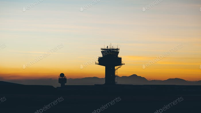 Torre del controlador de tráfico del aeropuerto