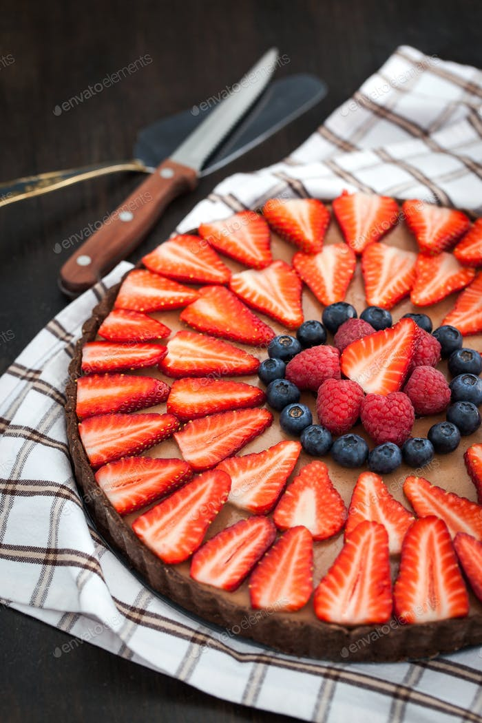 Chocolate tart with berries