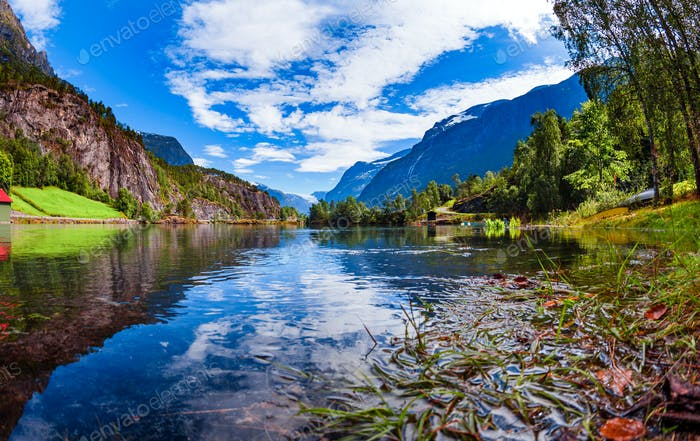Schöne Natur Norwegen Lovatnet See.