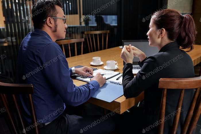 Business people discussing new ideas