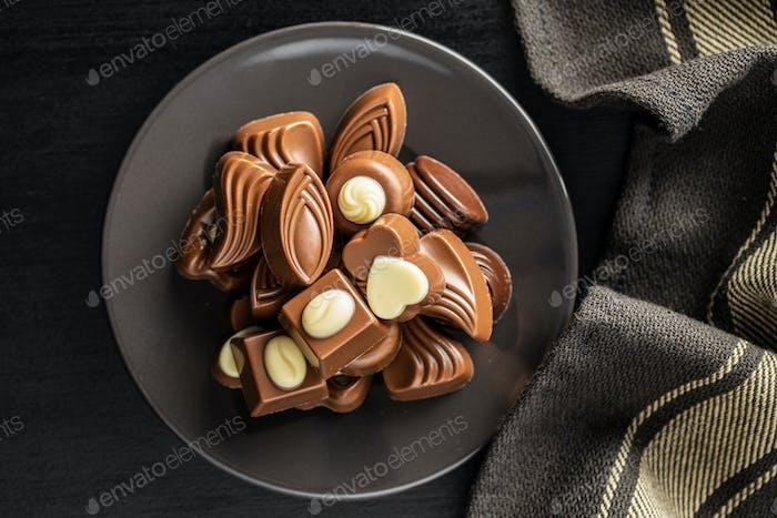 Verschiedene Schokoladen-Pralinen