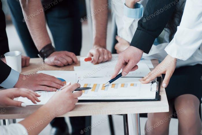 Design-Team von jungen Menschen, Konzept der Brainstorming-Planung