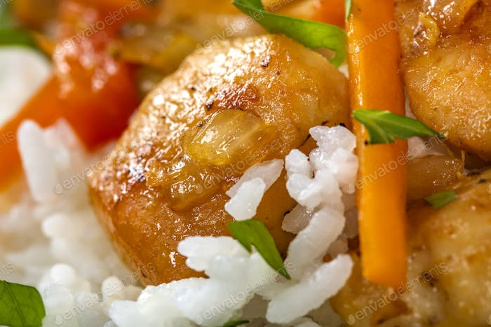 Rice with fried chicken meat and other vegetables