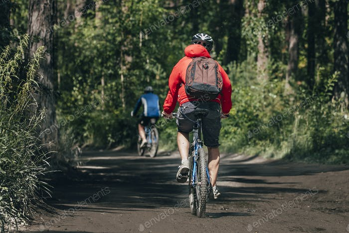 Mountainbikers rides in forest